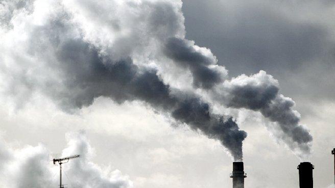 Carbone, fa più vittime degli incidenti stradali: l'allarme di Greenpeace