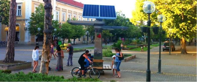 L'albero a energia solare che ricarica lo smartphone