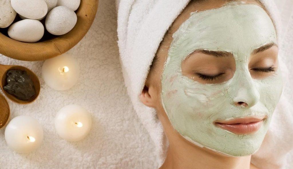 Maschera Con L'Argilla Verde