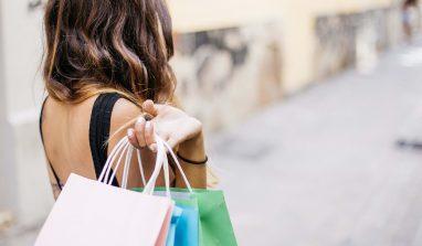 Shopping compulsivo: di cosa si tratta, quali sono le cause ed rimedi